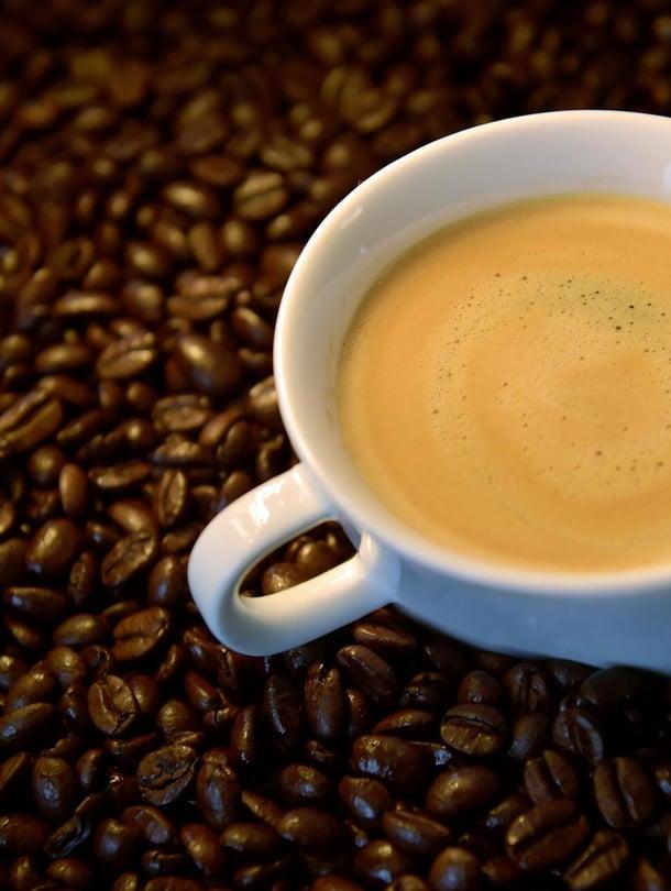 """Kofeiini helpottaa ongelmanratkaisua. Kuva: <span class=""""photographer"""">Eric Vidal / Reuters</span>"""