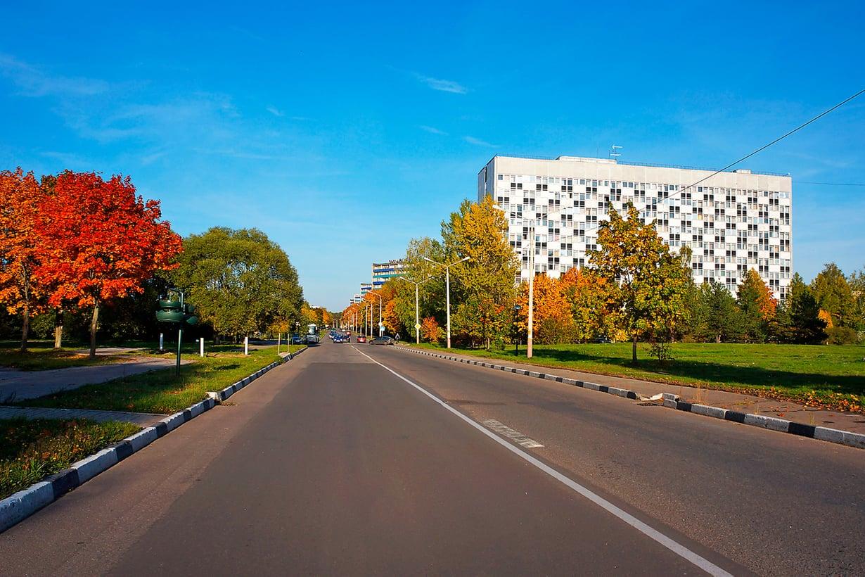 Dubna on tyypillinen, joskin venäläisittäin hyväkuntoinen kaupunki. Kuva: Jari Mäkinen