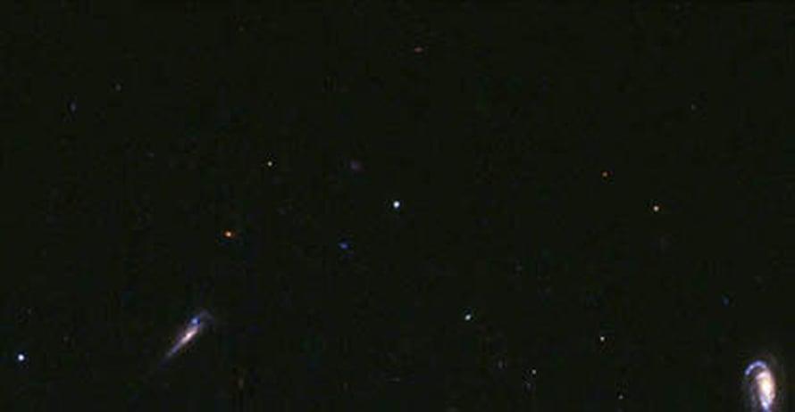 """Valkoinen piste kuvan keskelllä on kaukana hiipuva gammapurkaus. Kuva: <span class=""""photographer"""">ESA/NASA</span>"""