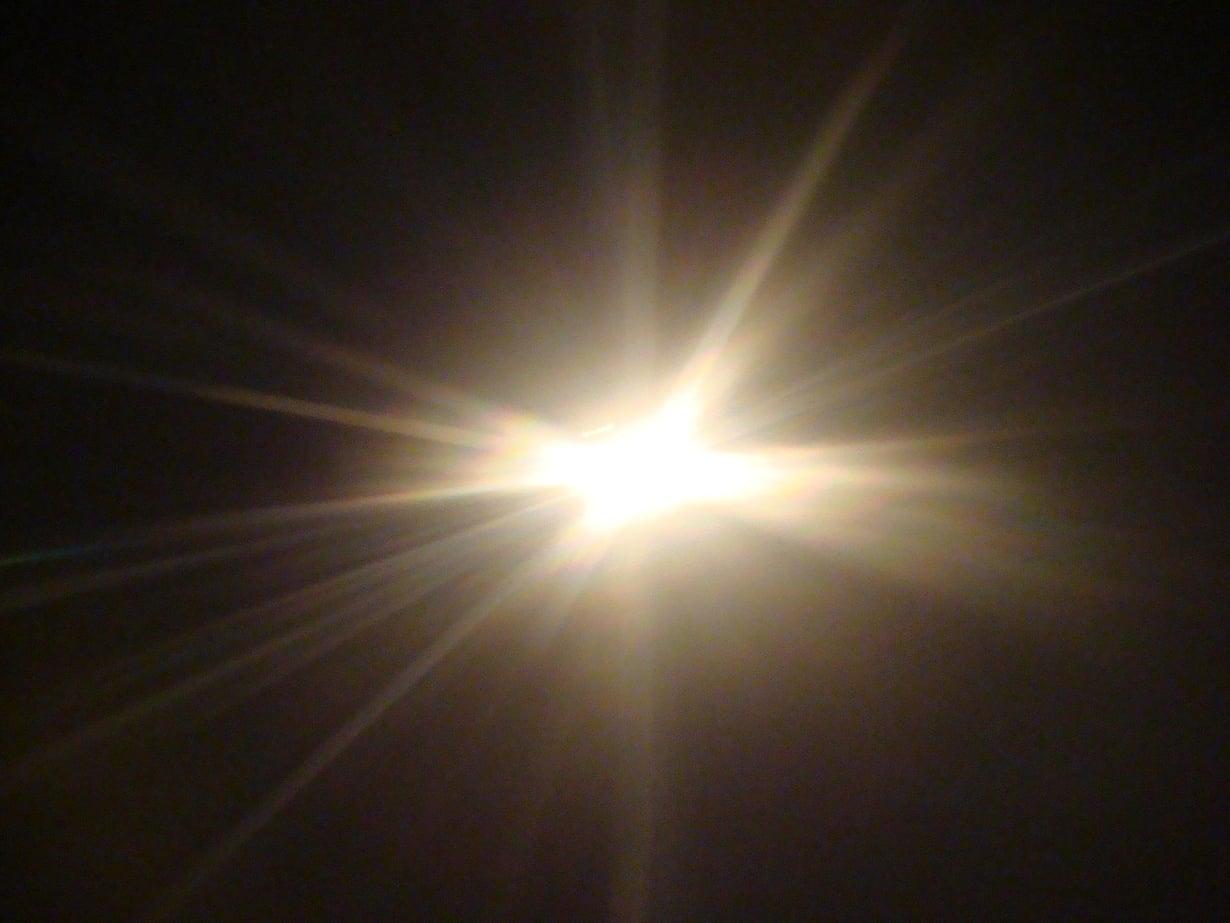 Tutkimuksessa lämpöä siirrettiin valolla, joskaan ei näkyvällä. Kuva: Wikimedia Commons