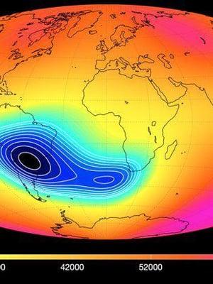 """Maan magneettisuuden kartta paljastaa, että eteläisellä atlantilla magneettisuus on heikointa. Kuva: <span class=""""photographer"""">Division of Geomagnetism, DTU Space</span>"""