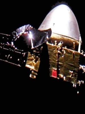 """Kiinan luotaimesta Tianwen-1:stä saatiin otettua kuva avaruudessa jo alkumatkasta, kun pieni kamera irrotettiin luotaimesta noin 24 miljoonan kilometrin päässä maapallosta. Kuva: <span class=""""photographer"""">CNSA</span>"""