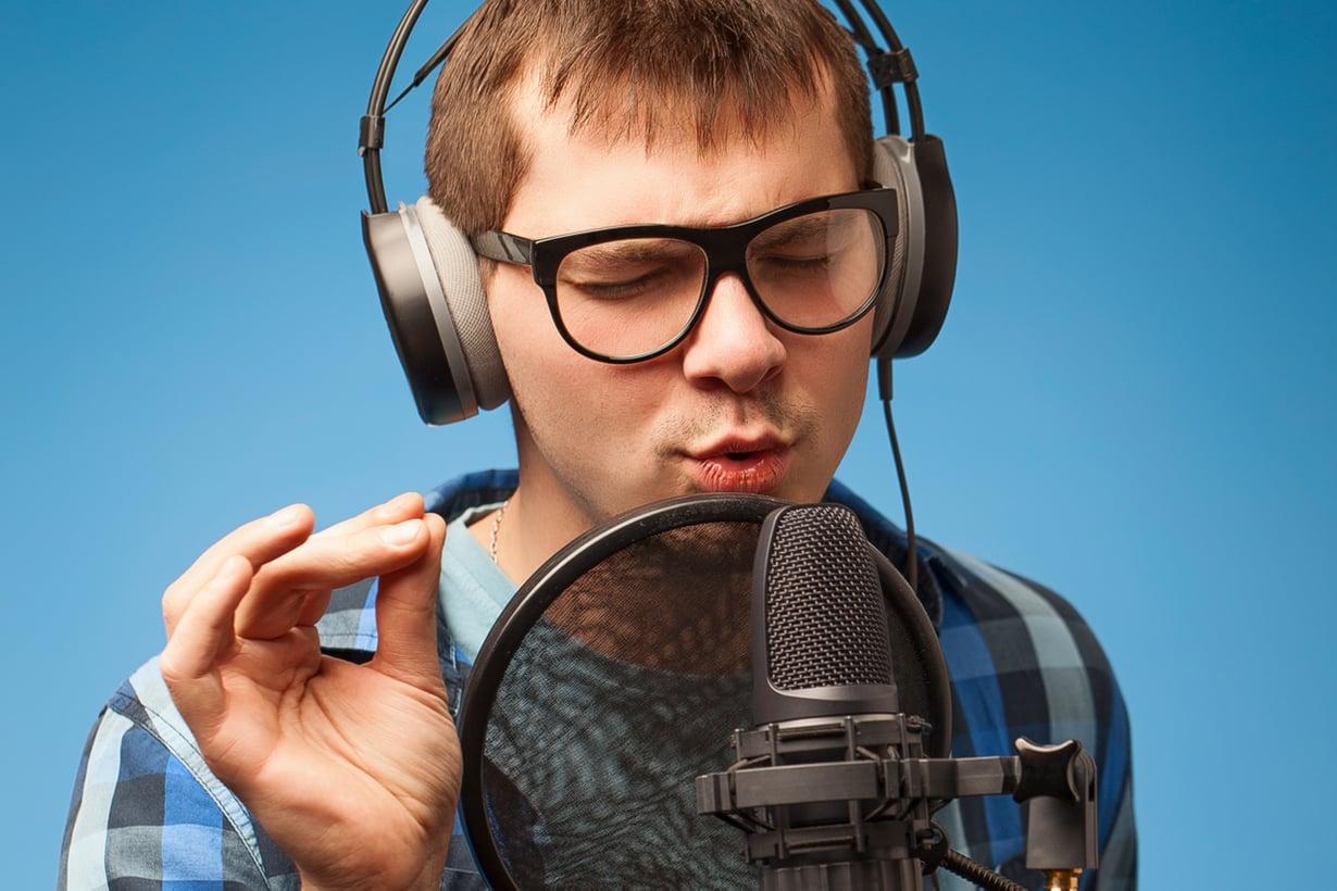 Omiin korviin oma ääni saapuu kahta kautta. Kuva: Shutterstock