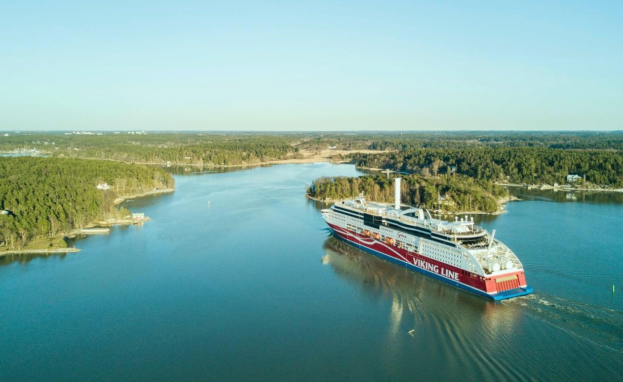 Tuuliroottori kuljettaa osaltaan matkustajalaivaakin. Kuva: Norsepower