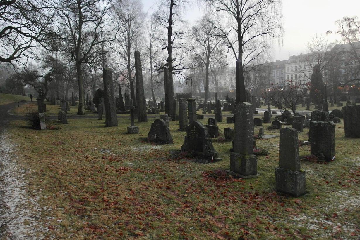 Kuolema pelottaa vähemmän uskonnottomia ja hartaita uskovaisia. Kuva: Samuli Launonen