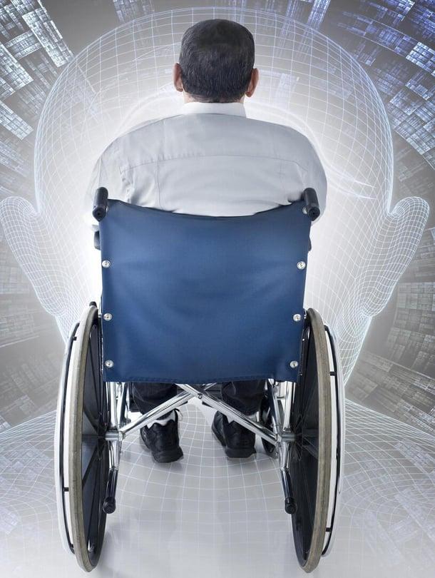 """Uudessa kokeessa moniraajahalvaantunut pystyi muuttamaan ajatuksiaan kirjoitukseksi tietokoneen avulla. Kuva: <span class=""""photographer"""">Kimmo Taskinen / HS</span>"""