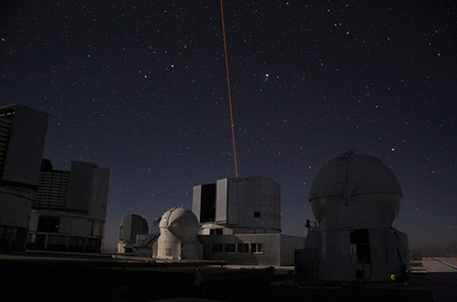 Lasertähti syttyy (Sylvain Oberti/ESO).