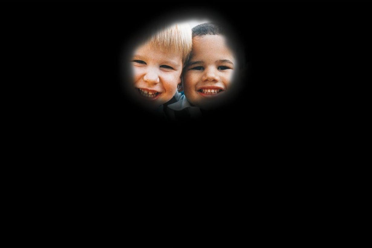 Verkkokalvon rappeumaa sairastavan näkökenttä voi supistua tällä tavalla. Kuva: National Eye Institute, National Institutes of Health