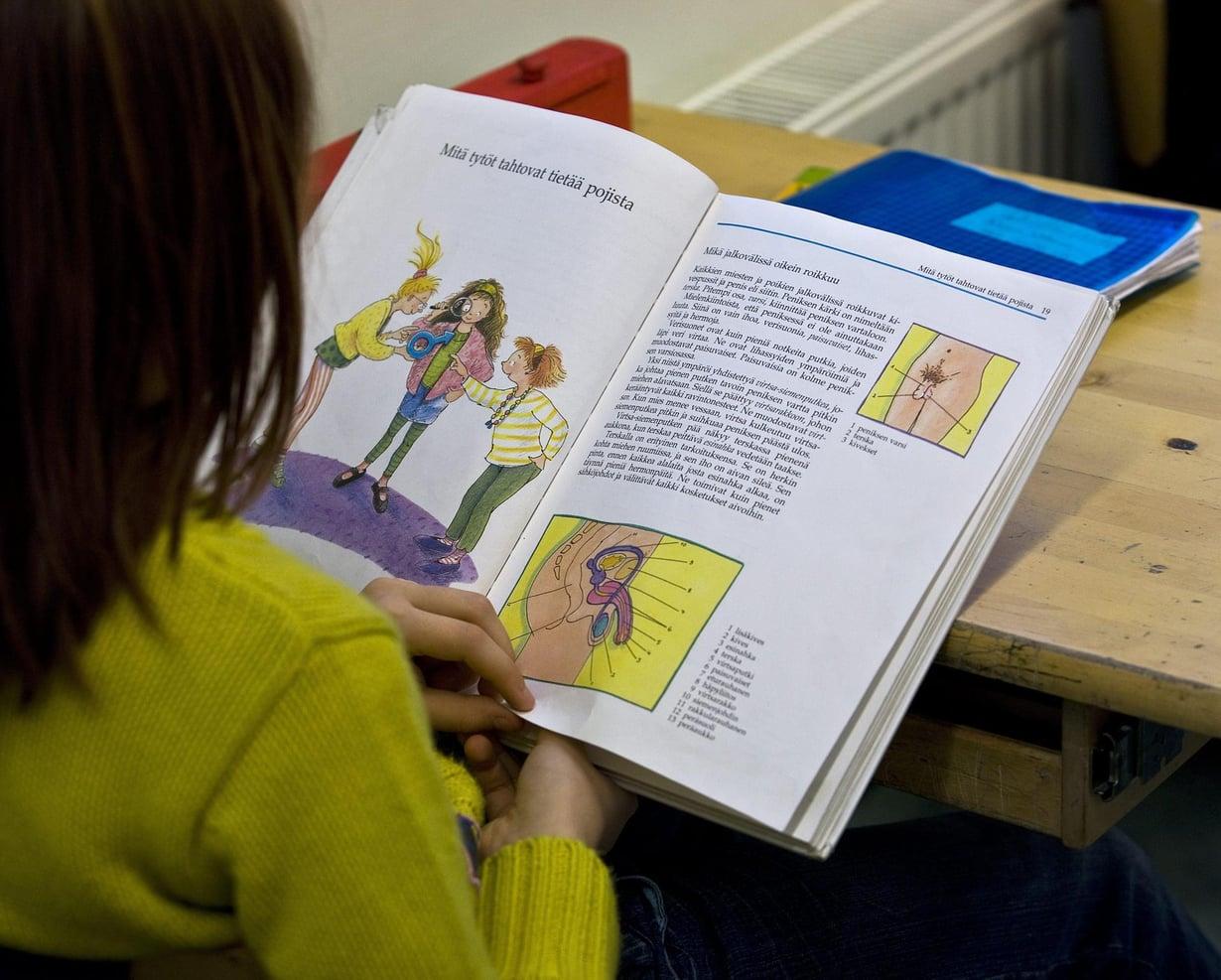 Terveystiedon tunnilla opiskellaan, sukupuolisuuden saloja. Kuva: Juha Metso