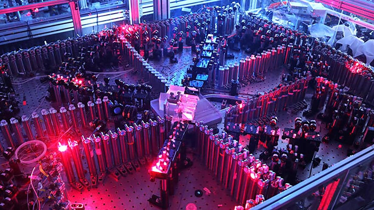 Kiinalaisten kvanttitietokone laskee valon avulla. Kuva: Hansen Zhong