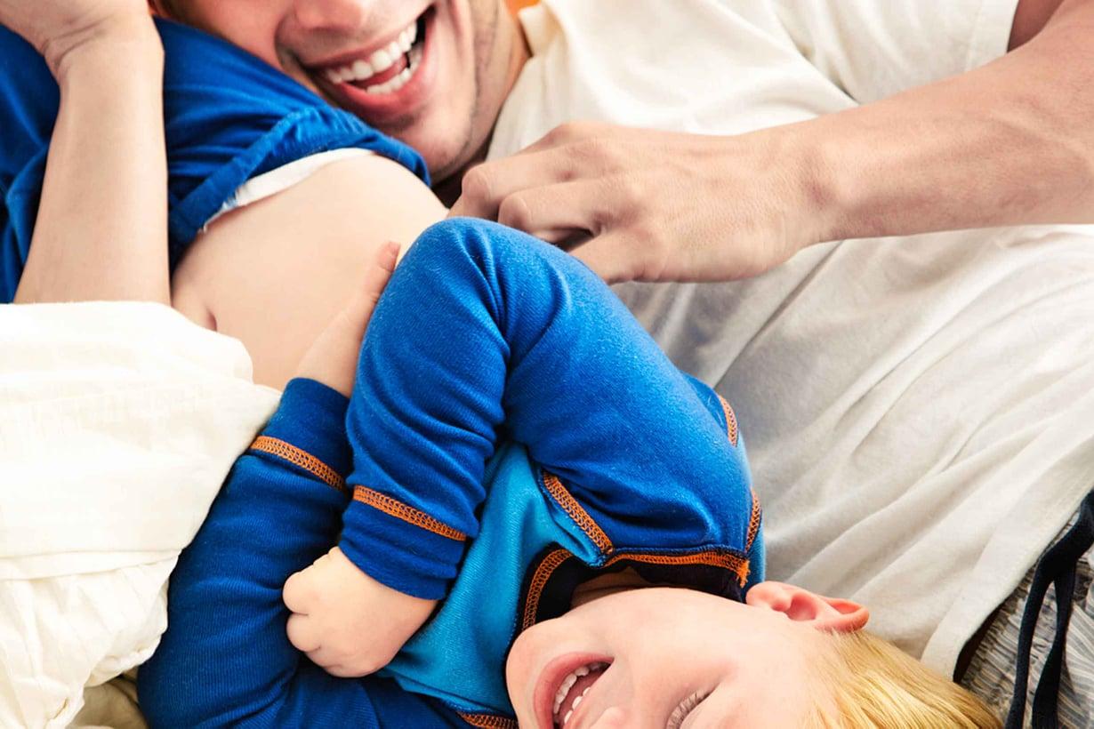 Kutitus toimii leikkinä vain niin kauan kuin kutitettava saa päättää, milloin lopetetaan. Kuva: Shutterstock