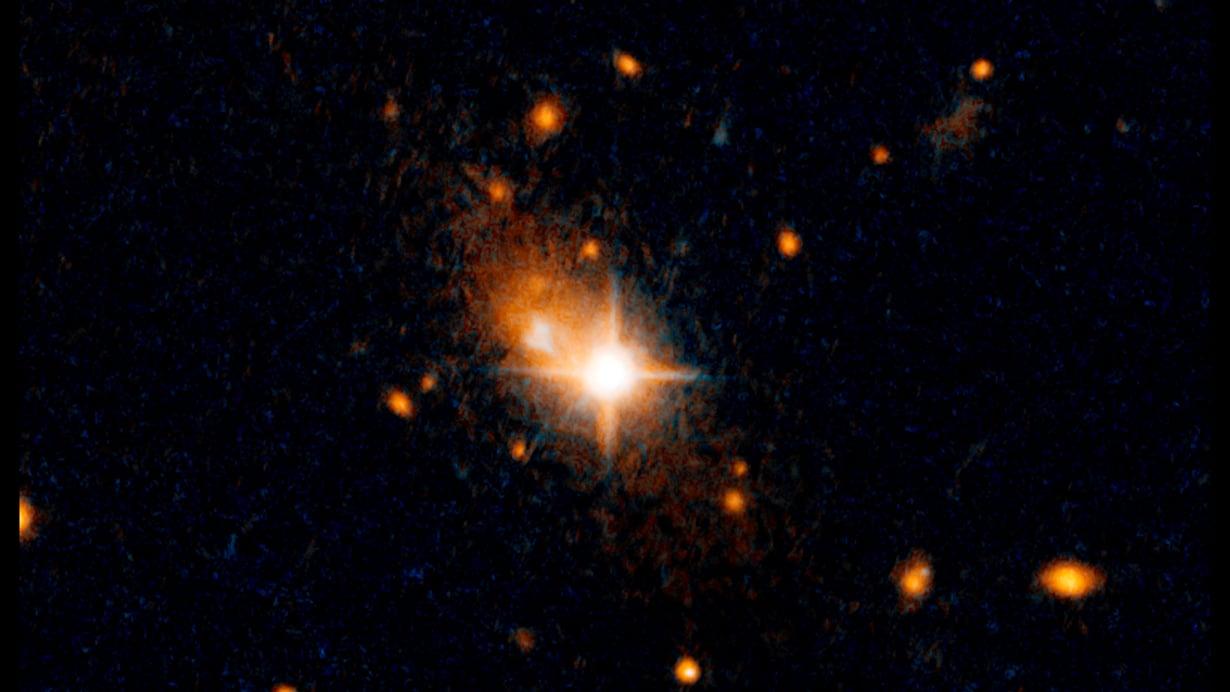 Hubble kuvasi kirkkaan kvasaarin kaukaisessa galaksissa. Kuva: NASA, ESA / M. Chiaberge