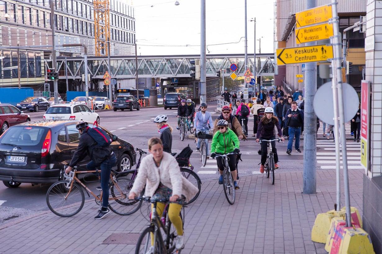 Pyöräilijöitä ei pidetä liikenteen kohteliaimpana ryhmänä. Kuva: Esa Syväkuru