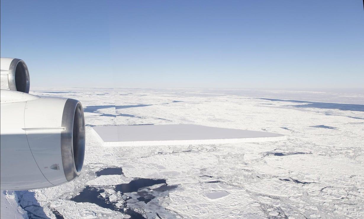 Suorakulmainen jäävuori tuli kuuluisaksi, kun Nasan tutkijat nappasivat siitä kuvia 16. lokakuuta. Kuva: Jeremy Harbeck / Nasa
