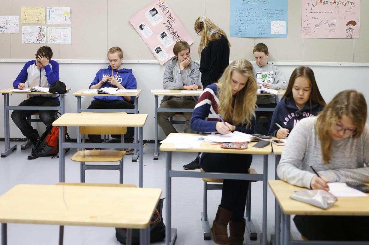 Tytöt tuovat työrauhaa luokkaan. Kuva: Sami Kero