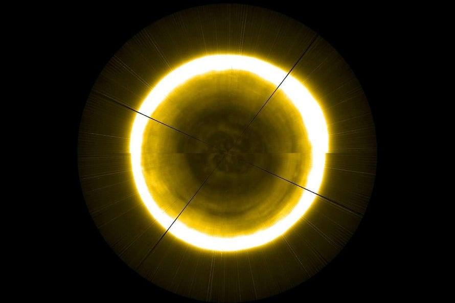 """Auringon pohjoisen napaseudun kuva koostettiin kuvasuikaleista. Kuva: <span class=""""photographer"""">Esa</span>"""