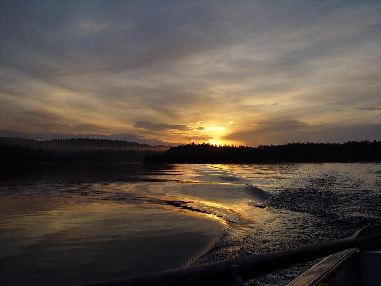Keski-Euroopan aikavyöhykkeessä aurinko olisi Suomessa esillä terveellisempiin kellonaikoihin. Kuva: Josef Stuefer, Wikimedia Commons