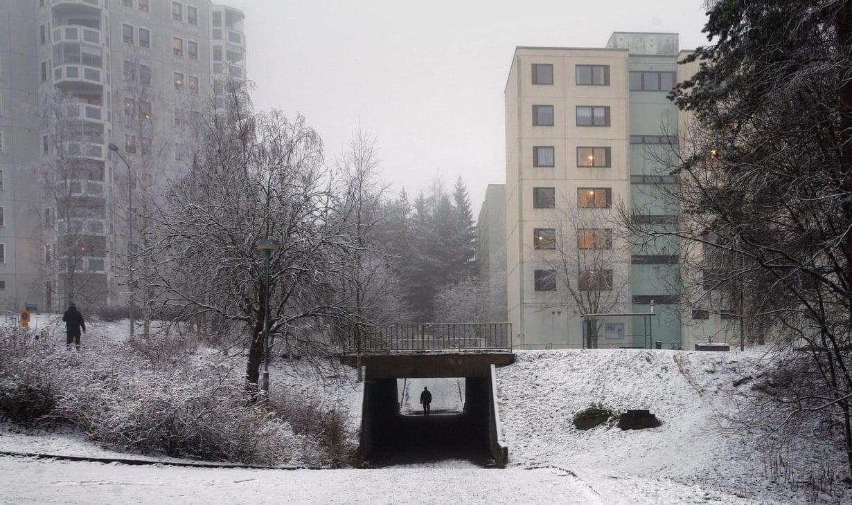 Yhteisöllisyys voi olla hauraampaa vuokra-asuntoalueilla, mikä saatta vaikuttaa mielenterveyteen. Kuva: Reijo Hietanen
