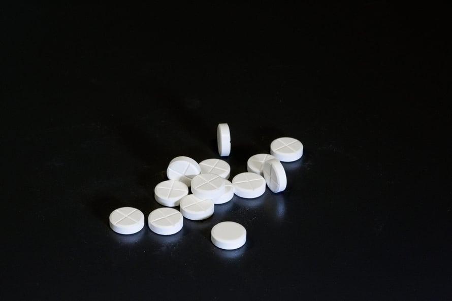 """Tiedelehtien artikkeleissa ei aina kerrota kaikkia lääkkeen sivuvaikutuksia, joita tutkijat ovat tosiasiassa huomanneet. Kuva: <span class=""""photographer"""">Markus Jokela</span>"""