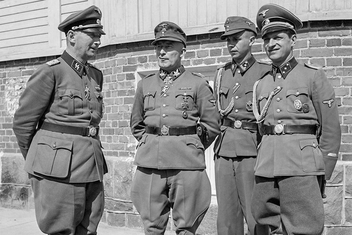 Saksalaiset asettuivat Hangon Tulliniemeen loppukesästä 1942. Kauttakulkuleiri eli omaa suljettua elämäänsä, mutta upseerit liikkuivat myös kaupungilla. Kuva: SA-Arkisto