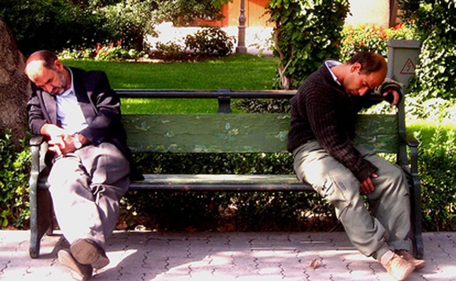 "Kuva: <span class=""photographer""><A HREF=http://en.wikipedia.org/wiki/File:Sleepy_men.JPG>Wikimedia Commons</A>.</span>"