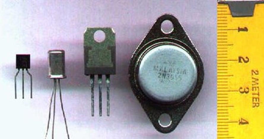 """Perinteiset transistorit olivat vielä silmin havaittavia komponentteja. Kuva: <span class=""""photographer""""><A HREF=http://en.wikipedia.org/wiki/File:Transistor-photo.JPG>Wikimedia Commons</A>.</span>"""