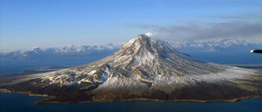 """Maanpäälliset tulivuoret nielevät vähemmän happea kuin merenpohjan vulkaaninen toiminta. Kuva: <span class=""""photographer"""">Jennifer Adleman Alaska Volcano Observatory/U.S. Geological Survey via Science-AAAS.</span>"""