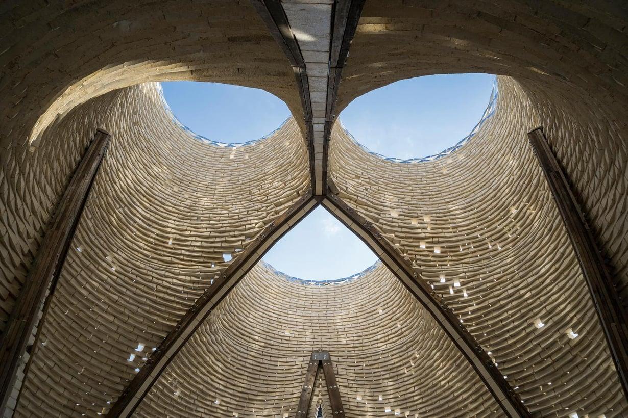 Modernin taiteen museo MoMA pystytti sienitiilistä linnan New Yorkiin.