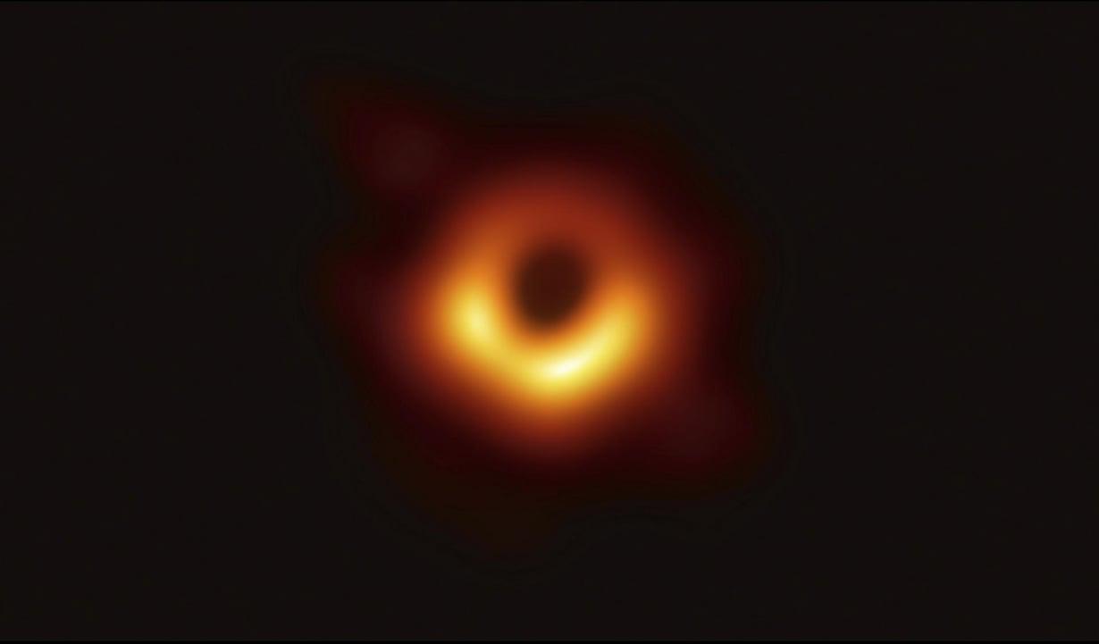 Tältä se näyttää. Kuva: The Event Horizon Telescope