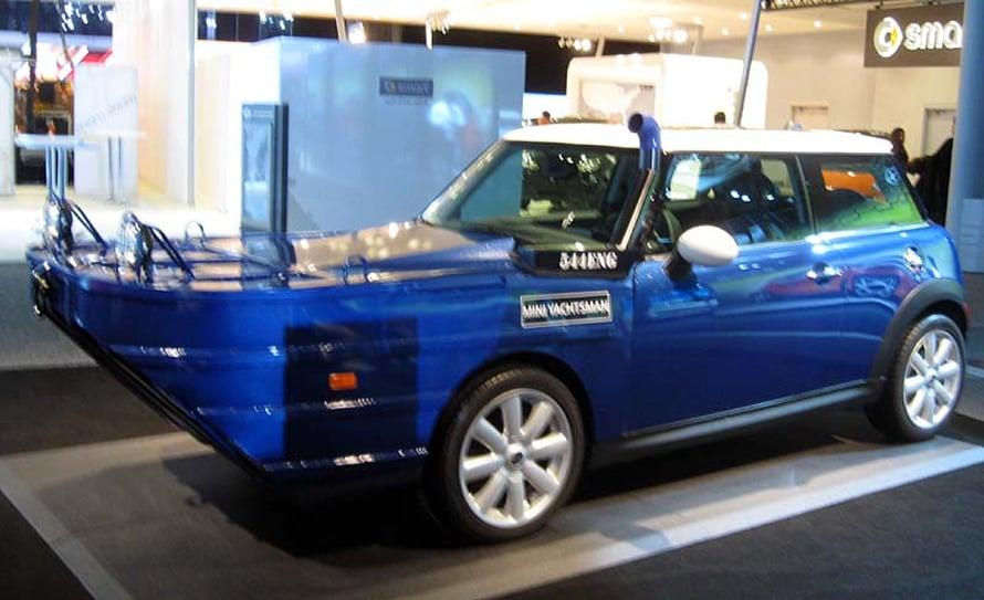 Aprillipila vuodelta 2012: New Yorkin kansainvälisillä automessuilla esiteltiin merikelpoinen Mini Yachtsman -auto. (kuva: Wikimedia Commons)