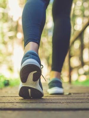 """Kävely pitää terveenä. Kuva: <span class=""""photographer"""">Shutterstock</span>"""