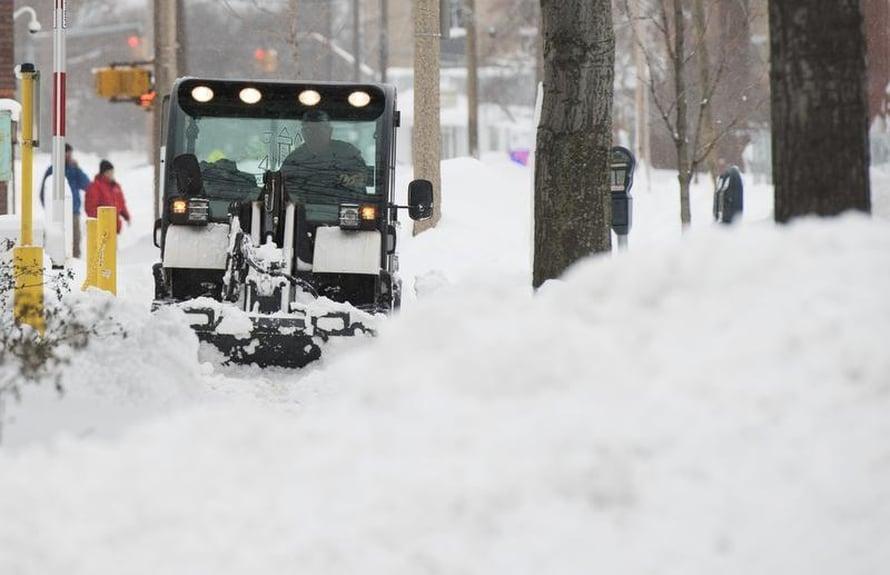 """Myös Pohjois-Amerikan itärannikolla talvisää meni ääritilaan lumisateineen ja tulipalopakkasineen. Sekin liittyi suihkuvirtauksiin, arvio tutkija. Kuva: <span class=""""photographer"""">Robert Frank / Reuters</span>"""