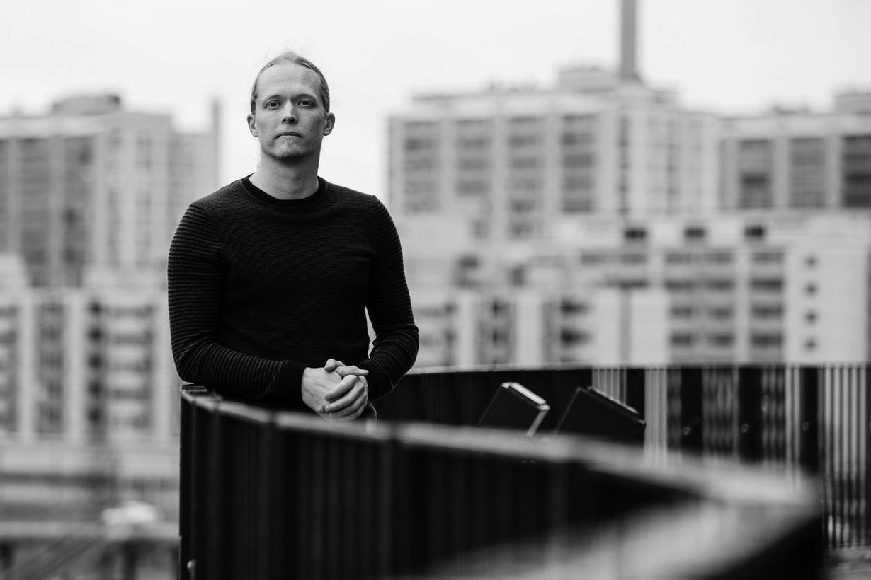 Markus Jokelan mukaan älyllä on paljon suurempi merkitys kuin kirjanoppineisuudella. Kuva: Rio Gandara