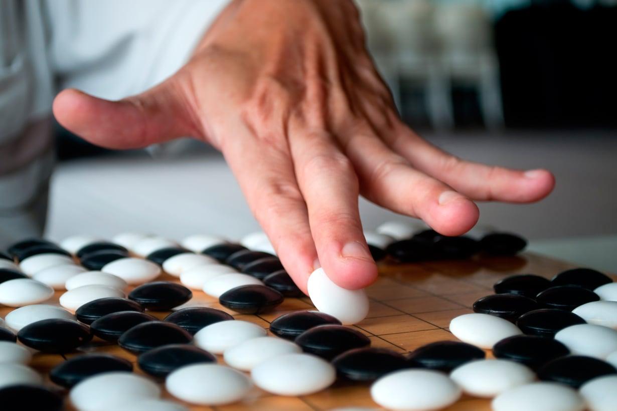 Gon säännöt ovat helpot, mutta pelin huippuhallinta vaatii äärimmäistä strategiaa, sillä vaihtoehtoja siirtojen tekoon on tavaton määrä. Kuva: Shutterstock