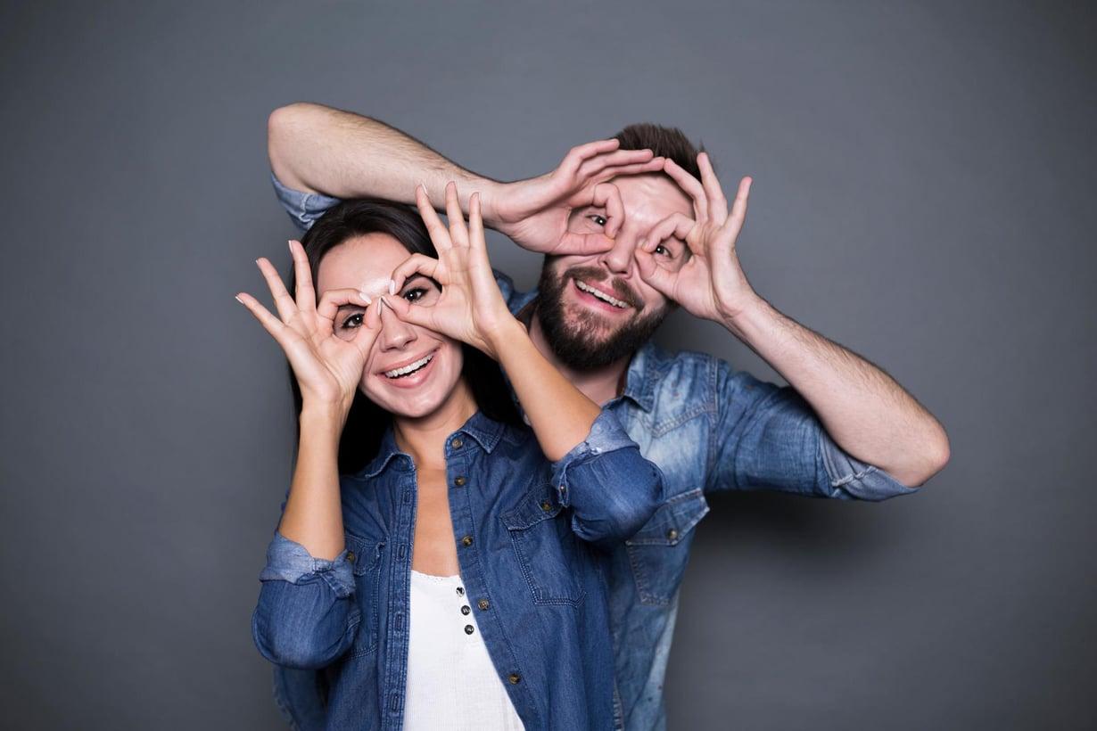Rakastunut pari keksii paremmin. Kuva: Shutterstock