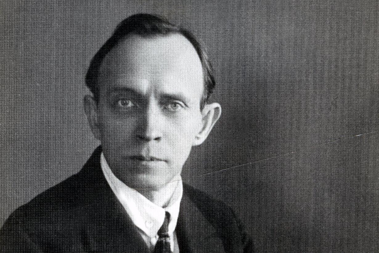 1924: Kominternin sihteeri vaalii ajatusta maailmanvallankumouksesta. Kuva: Kansan arkisto