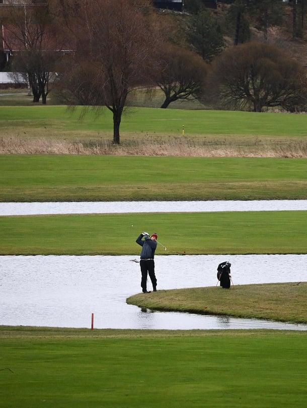 """Golfia saattoi pelata tammikuun puolivälissä Pickala Golfissa Siuntiossa. Kuva: <span class=""""photographer"""">Jukka Gröndahl / HS</span>"""