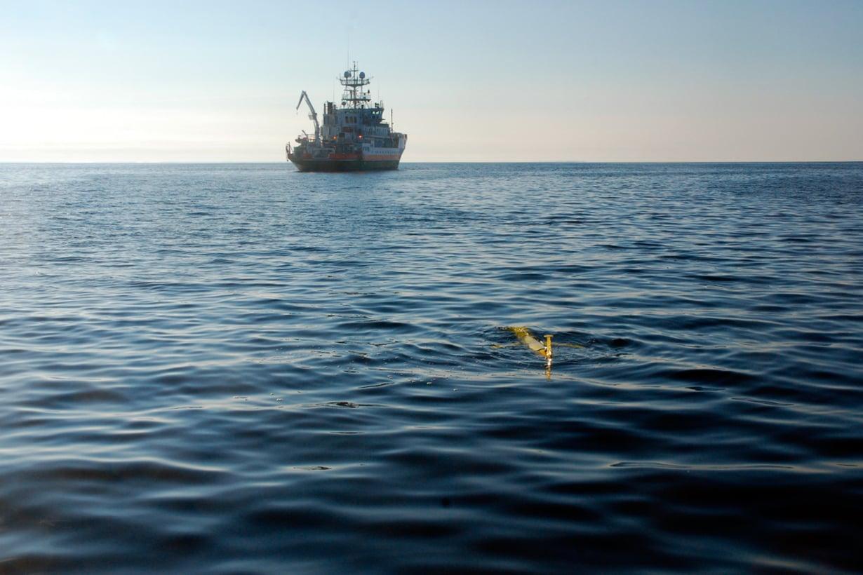 Merentutkijoiden uusi työmyyrä on puolitoistametrinen robottiliidin. Kuva: Kimmo Tikka / Ilmatieteen laitos
