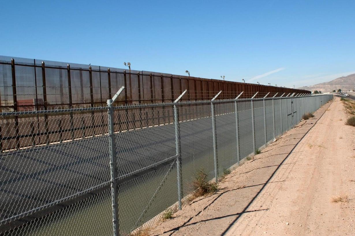 Yhdysvaltain ja Meksikon välissä on jo raja-aitaa. Presidenttiehdokas Donald Trum haluaa sitä lisää. Kuva: Getty Images.