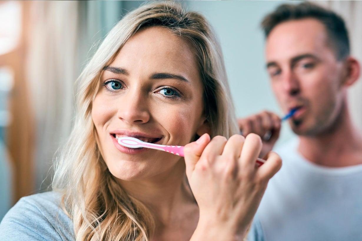 Suun hyvä hoito voi suojata hampaiden lisäksi aivoja. Kuva: Getty Images