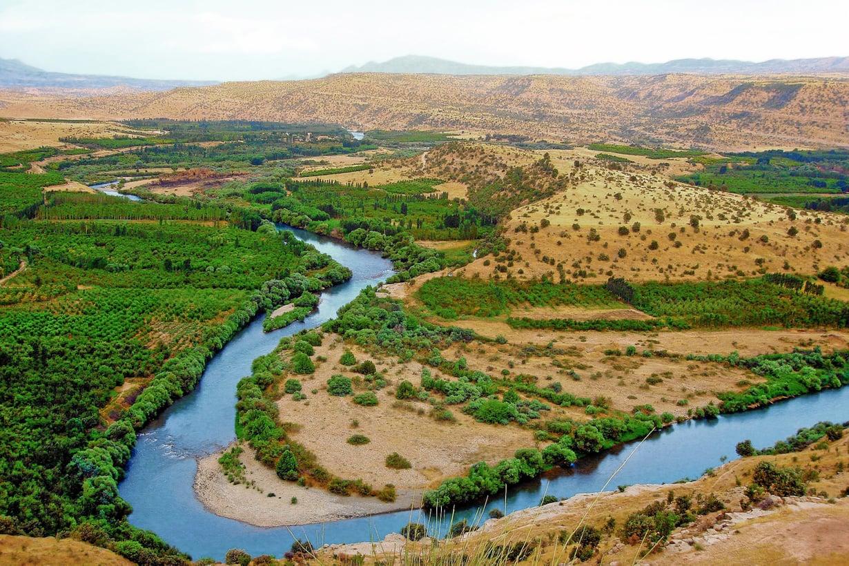 Kurdistanin jokilaaksot ovat vehreintä Lähi-itää. Historian kuluessa ruoka-aitat ovat usein  muuttuneet sota¬tanteriksi. Kuva: Getty Images