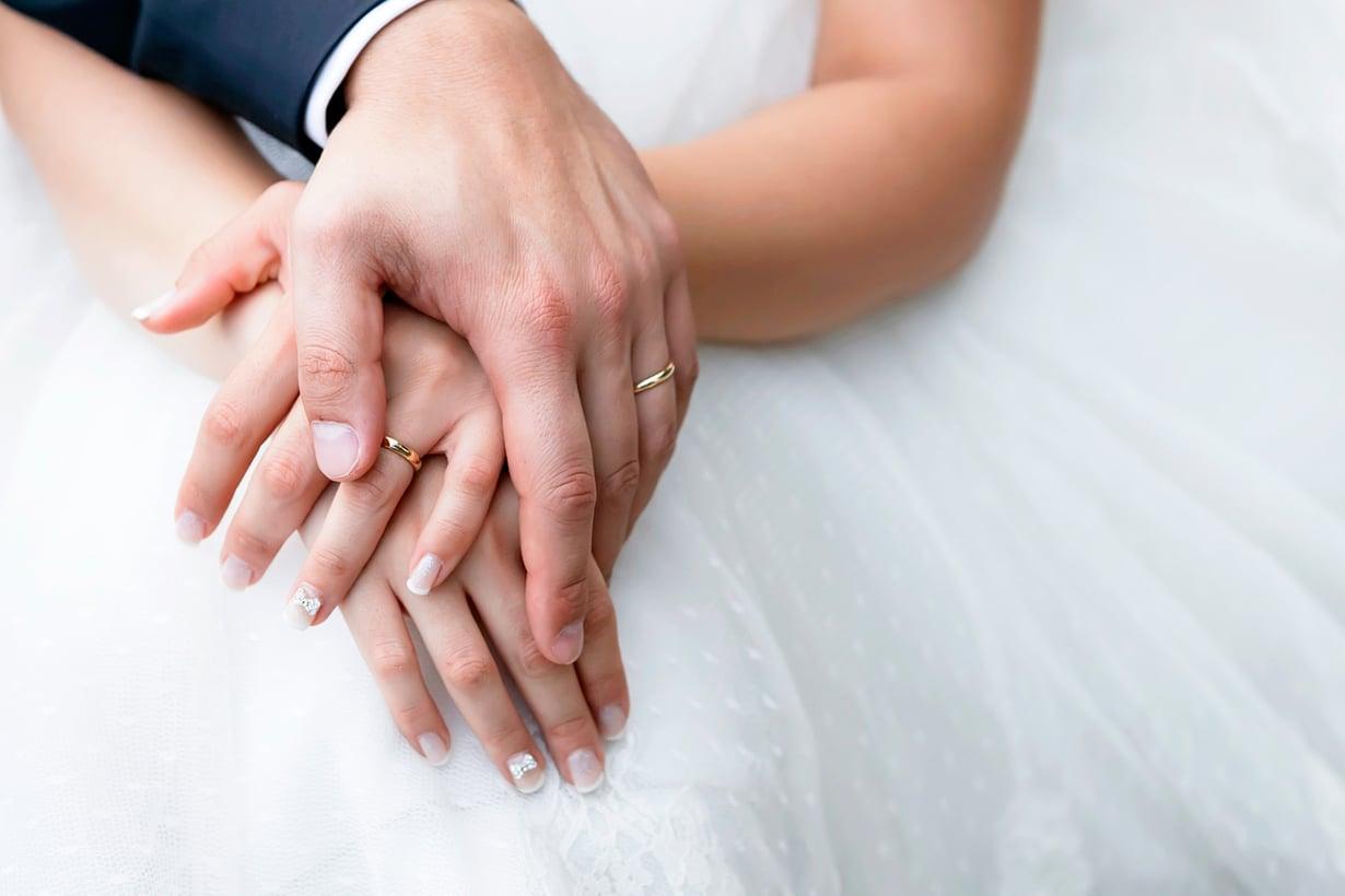 Kultainen sormus vahvisti kantajaansa. Kuva: Shutterstock