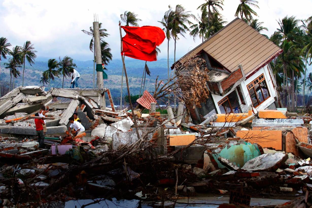 26.12.2004. Sumatran suurjäristys ja sen nostattama tsunami koskettivat meitäkin syvästi. Uhrien joukossa oli 179 suomalaista. Kuva: Lehtikuva