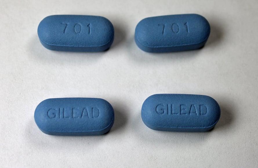"""Truvada on yhdistelmälääke, jota käytetään HIV-tartunnan hoitoon, sekä Yhdysvalloissa estolääkkeenä. Kuva: <span class=""""photographer"""">Jeffrey Beall / Wikimedia Commons</span>"""