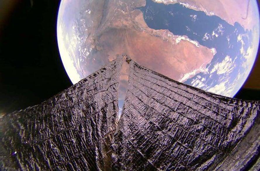 """Afrikan sarvi ja Adeninlahti erottuvat selvästi kuvassa, jonka Lightsail2:n kamera otti noin 720 kilometrin korkeudelta 19. tammikuuta 2020. Kuva: <span class=""""photographer"""">The Planetary Society</span>"""