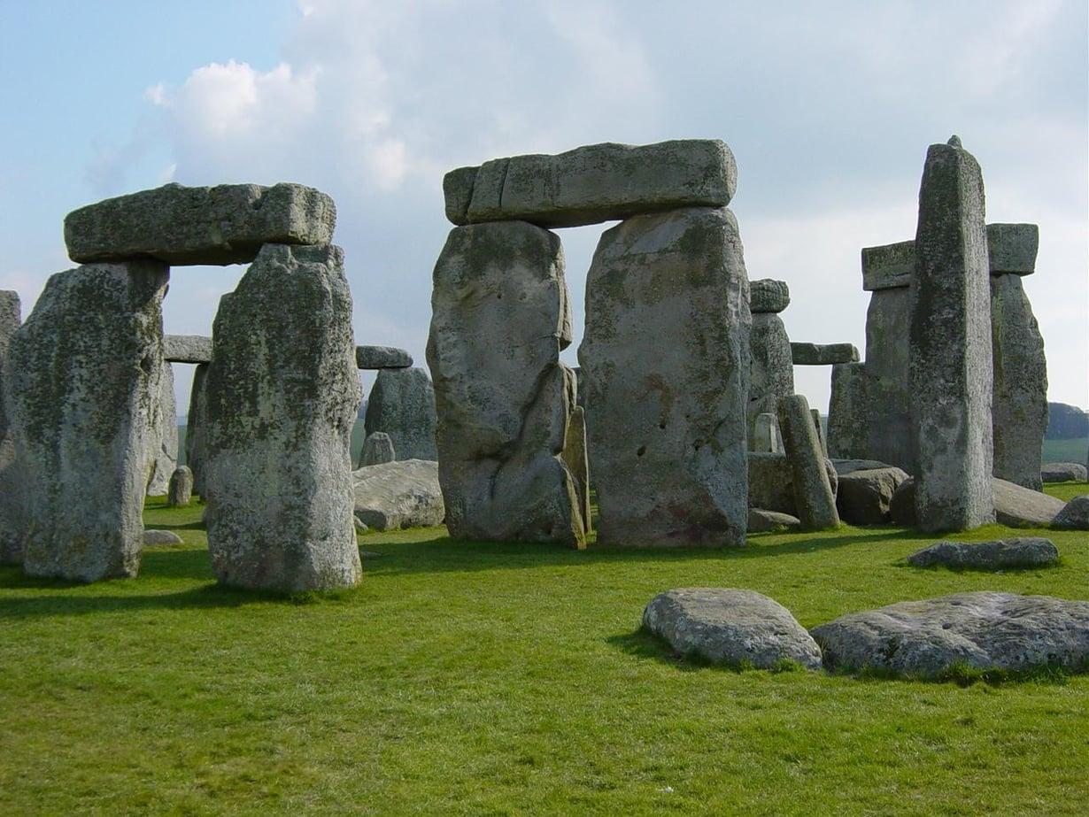 Stonehengen kivikehä on suosittu nähtävyys. Kuva: Wikimedia Commons