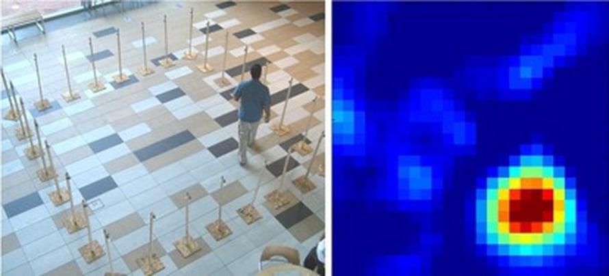 """Vasemmalla henkilö kävelee 28 radiolähettimen keskellä ja luo """"varjoja"""" radioaaltoihin. Henkilö erottuu oikeanpuoleisessa kuvassa oranssina laikkuna. Kuva: <span class=""""photographer"""">Sarang Joshi and Joey Wilson, University of Utah</span>"""