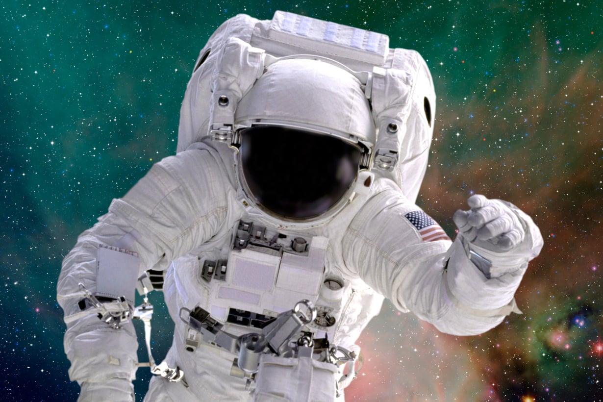 Avaruuspuku ei suojaa kosmisten hiukkasten pommitukselta. Kuva: Getty Images