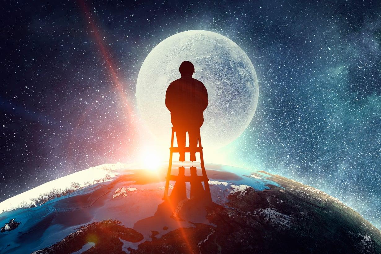Lähes jokaista yötaivaalla loistavaa tähteä kiertänee planeetta, jolla voisi olla elämää. Siinä syy ajatella, ettemme asuta Linnunrataa yksin. Kuva: Shutterstock