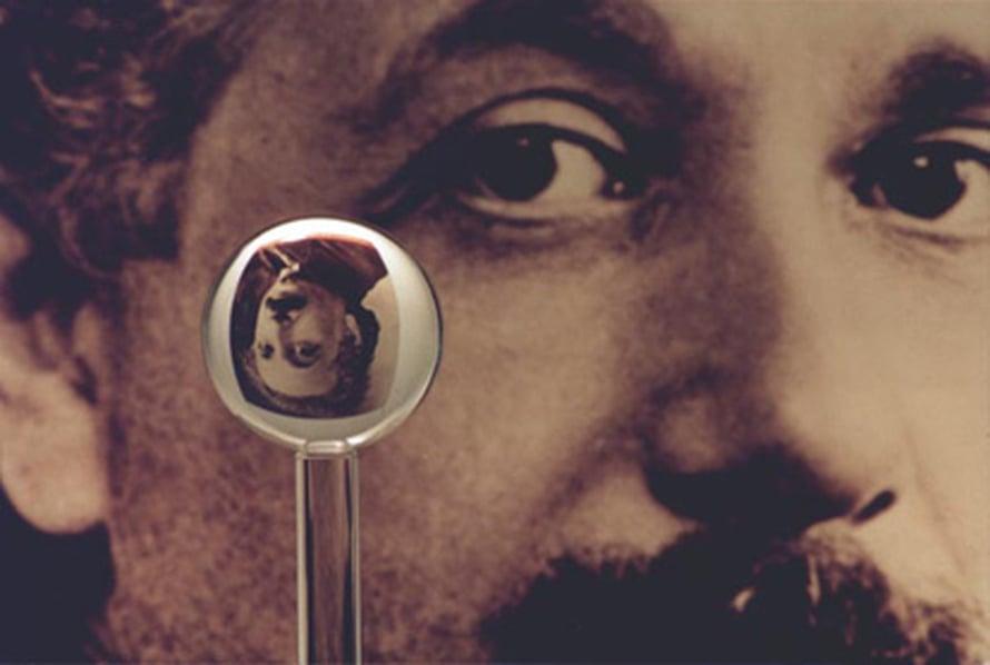 """Yksi gyroskooppien kvartsipalloista ennen päällystämistä.  Kuva: <span class=""""photographer"""">Stanford University/Gravity Probe B</span>"""